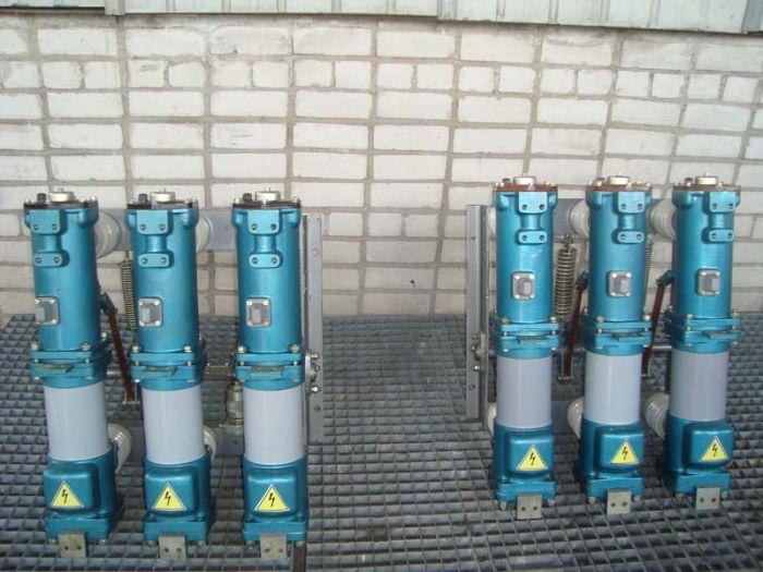 Цены договорные.  Выключатель ВМП-10-630-20, выключатель ВМП-10-20/1000.  Продам со склада масляные выключатели...