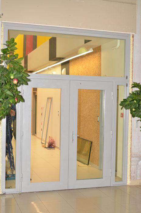 металлическая дверь на лифтовый холл