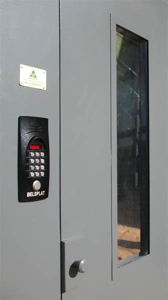 двери металлические и домофон