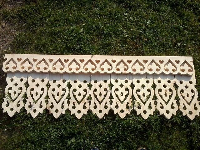 резные плоские балясины из дерева фото