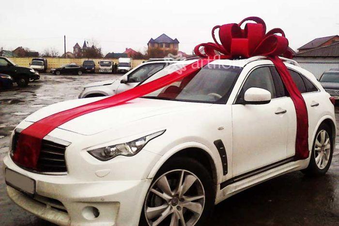 Украшение автомобиля в подарок бант