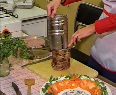 Приготовить колбасу в ветчиннице белобока